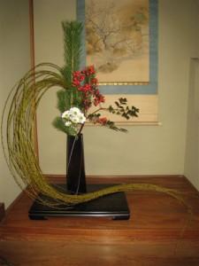 しだれ柳で走龍をイメージした友人、豊田秀子さんの作品