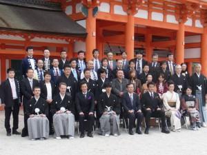 叙任者を迎えて蔵元も羽織袴の正装で参加。こうした機会も大事な日本の伝統をつなぐことに。