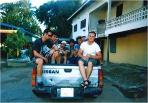 カンボジアに入ってからは上のピックアップトラックで4時間移動